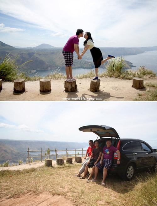 Penting donk ya foto ala-ala roadtrip taon 90an, duduk di bagasi mobil hahaha